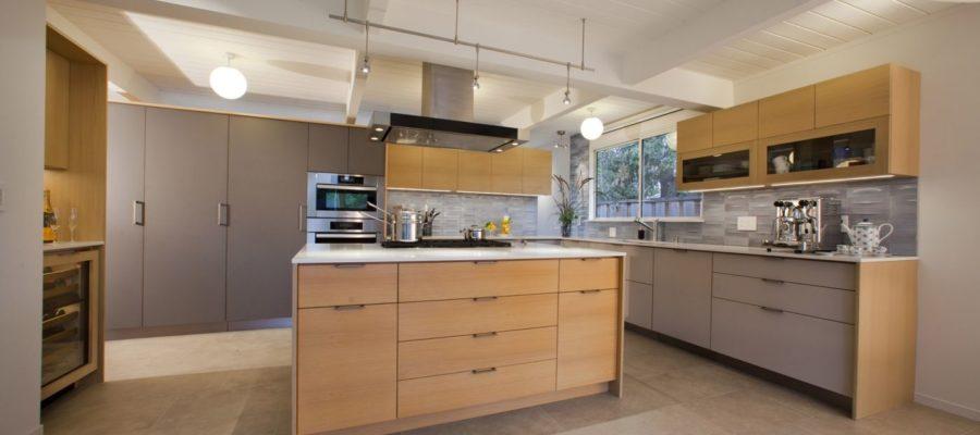 Bold and natural kitchen
