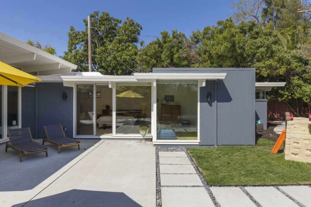 Keycon Eichler remodel gives homeowners the keys to the outdoors