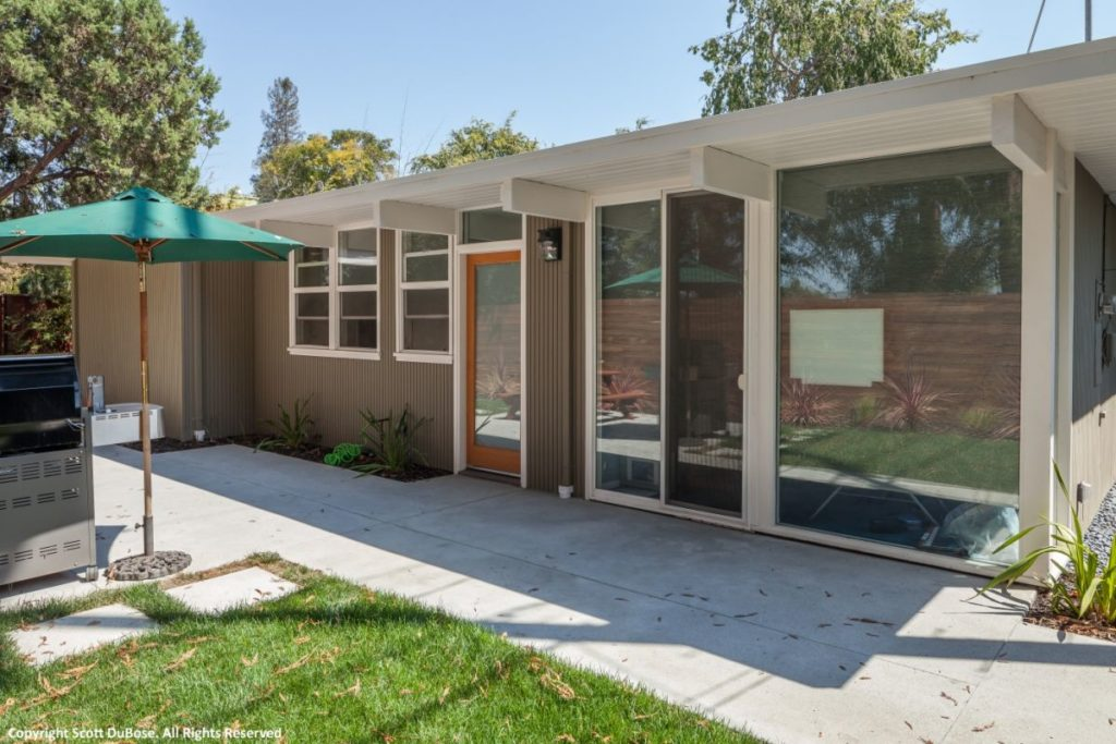 Eichler exterior brings the outside in