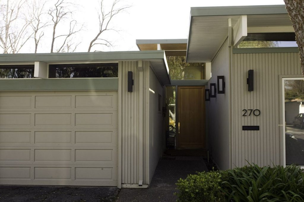 Set back entrance offers privacy and comfort