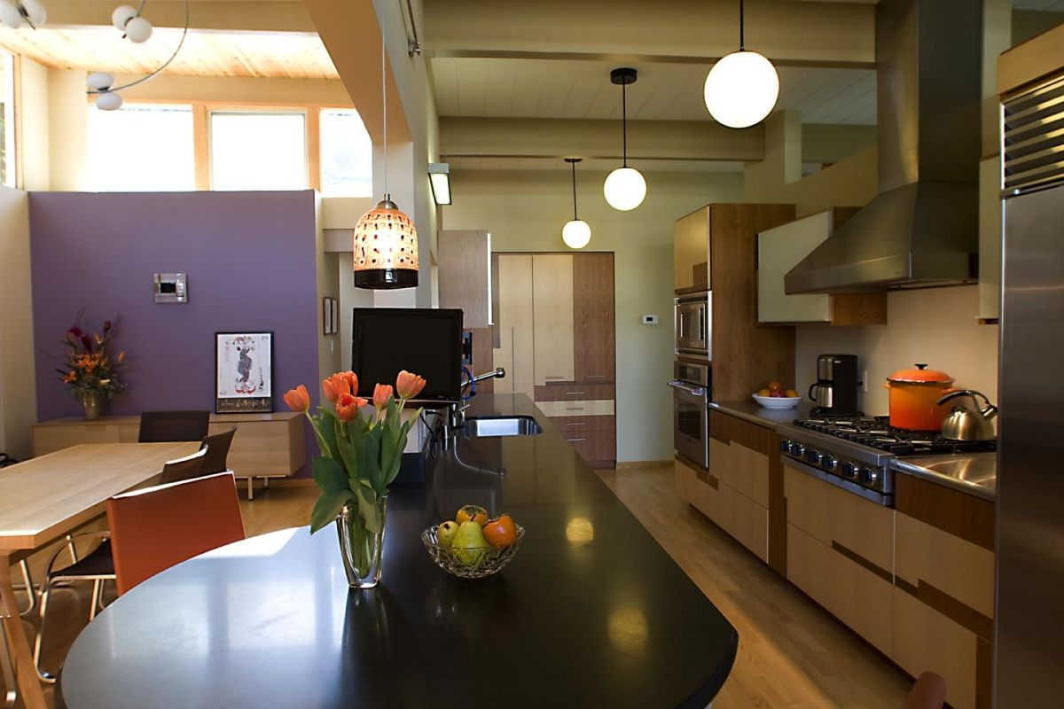 Keycon kitchen with bold accents