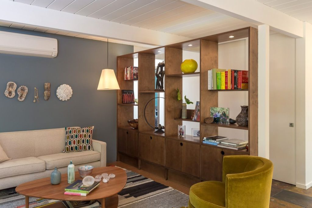 Open interior makes for a modern meeting and relaxing space