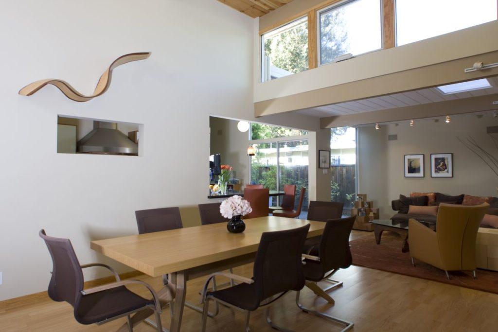 Maximizing indoor light.