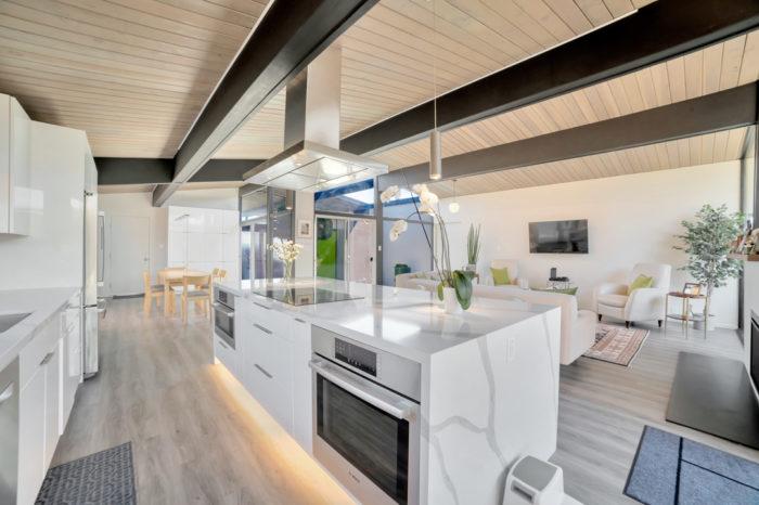 Ultimate function in stunning Keycon Eichler kitchen