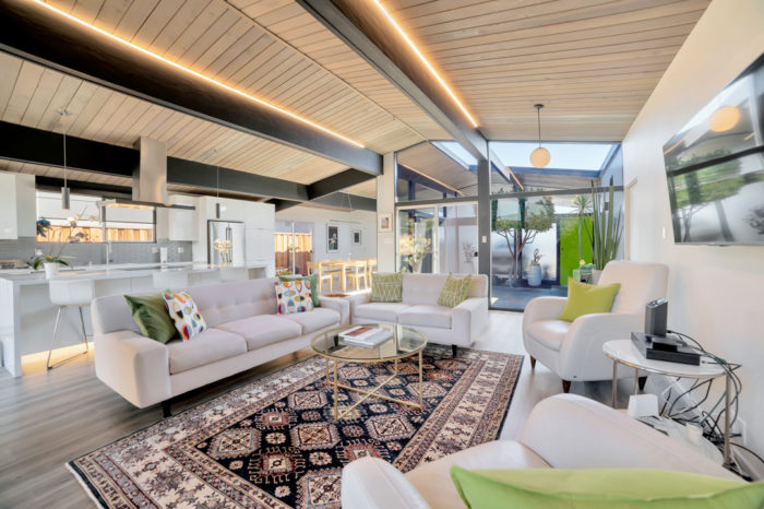 Keycon-remodeled Eichler connects the indoors and outdoors with dramatic lighting and glass