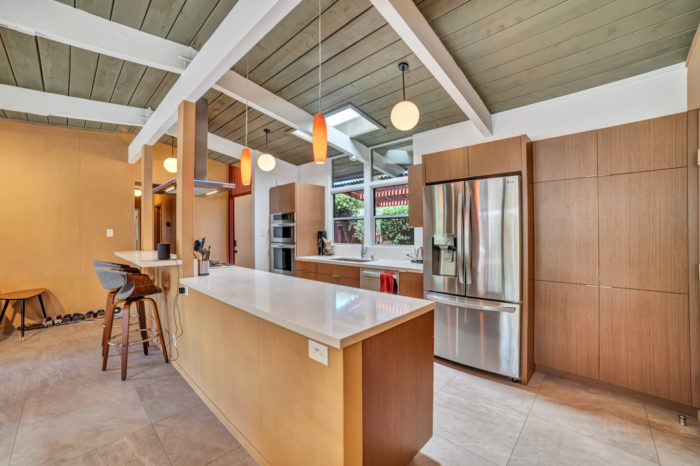 Keycon-remodeled kitchen uses natural finishes to inspire
