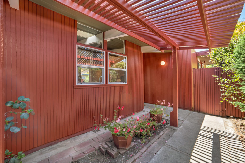 Classic Eichler treatments in this Keycon-remodeled exterior