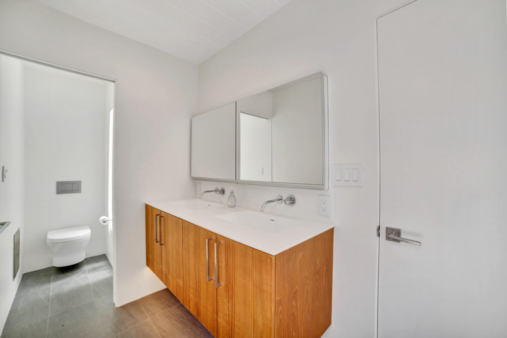 Keycon-remodeled bath maximizes space in this San Mateo Eichler