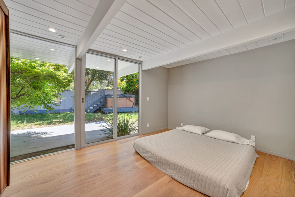 The restful sleep space in this Keycon-remodeled San Mateo Eichler