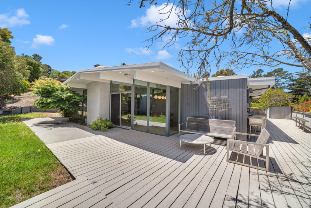 Keycon-remodeled San Mateo Eichler exterior delivers modern drama and outdoor fun