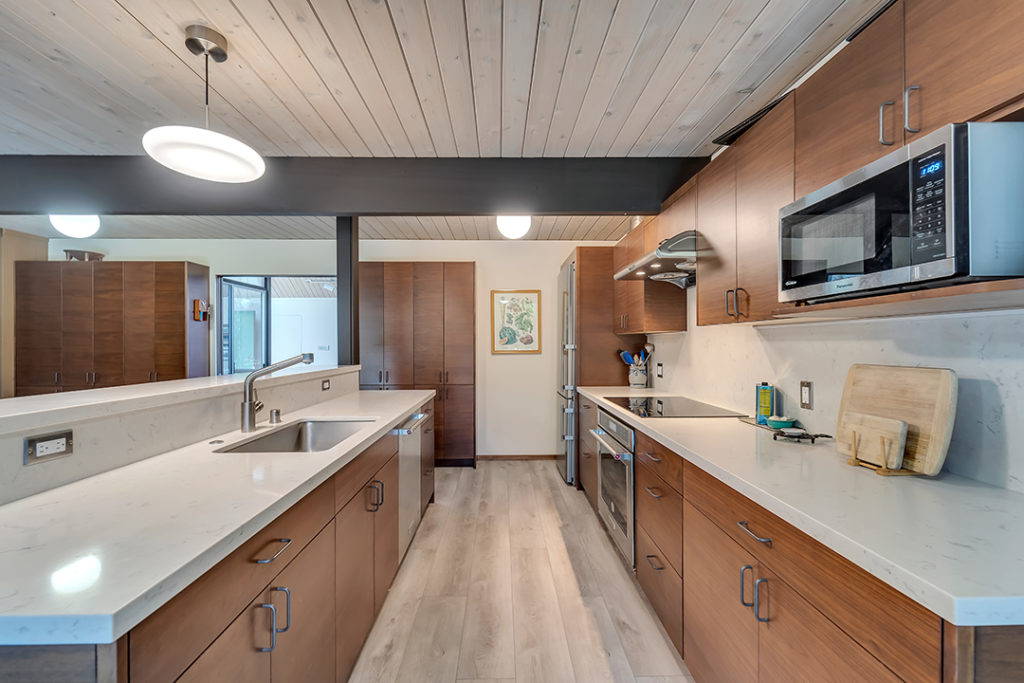 The long view of this simple and elegant Eichler kitchen by Keycon